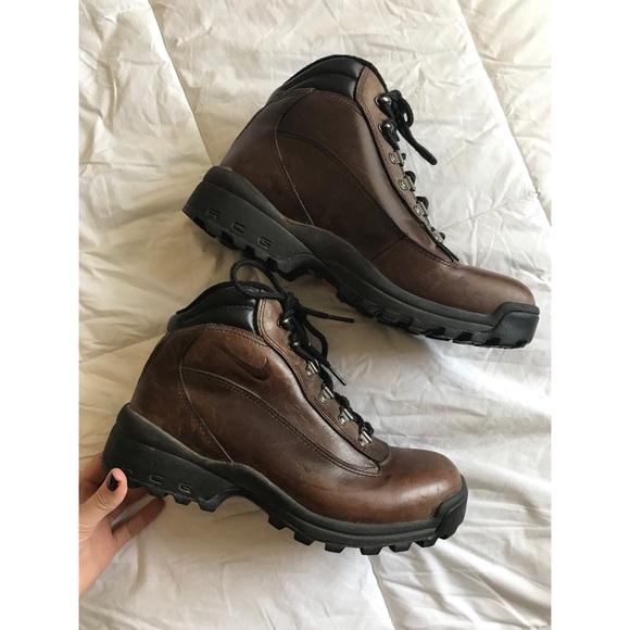 Nike ACG 9.5 Hiking Trail Brown Boots Weatherproof